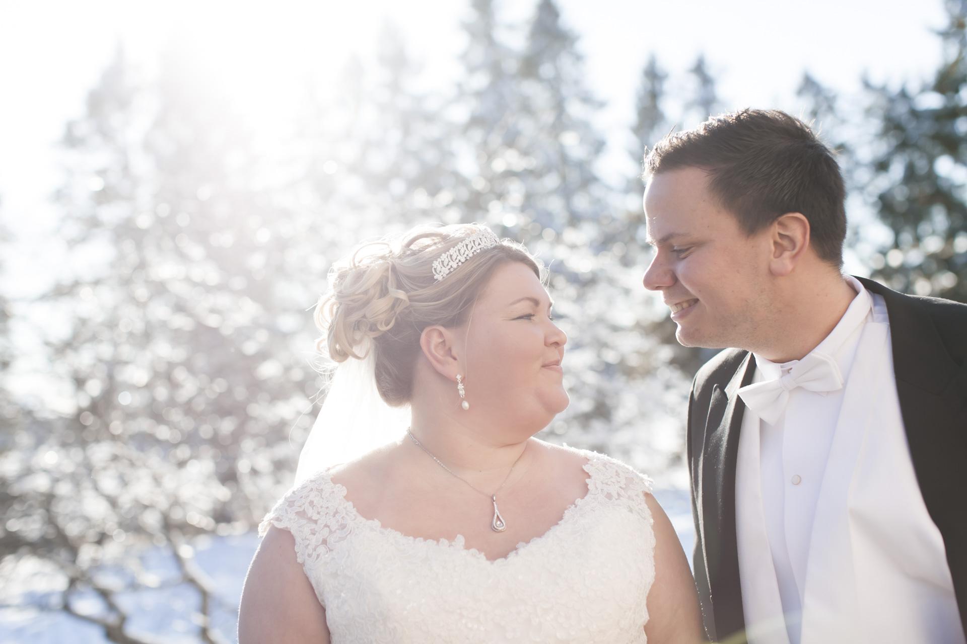 Bröllopsfotografering vid Badelunda kyrka i Västerås